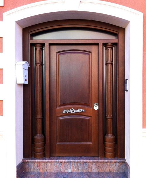 Puertas de exterior cl sicas mm for Puertas macizas exterior